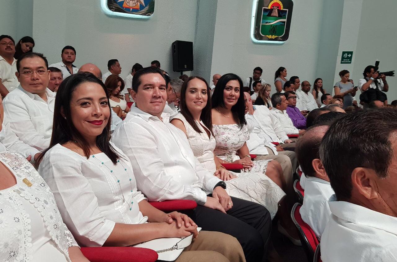 COMISIONADOS DE IDAIPQROO ACUDEN AL CONGRESO DEL ESTADO A LA ENTREGA DEL PRIMER INFORME DEL GOBERNADOR CARLOS MANUEL JOAQUÍN GONZÁLEZ