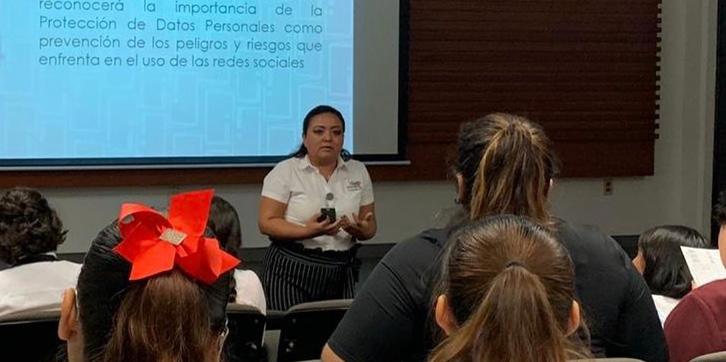 IDAIPQROO PRESENTA CONFERENCIA A ESTUDIANTES UNIVERSITARIOS DE LA UT RIVIERA MAYA SOBRE PROTECCIÓN DE DATOS PERSONALES EN REDES SOCIALES